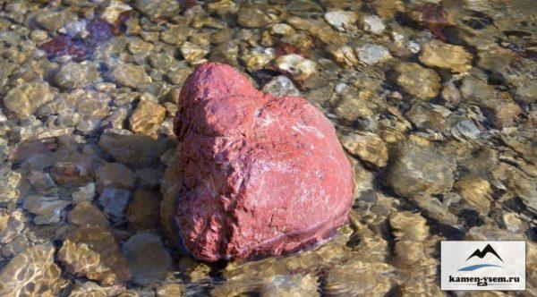 Валун красный, лиственит