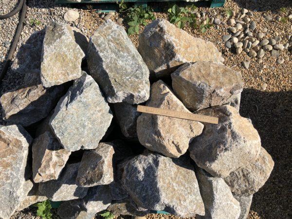 Скальник серый, гранит