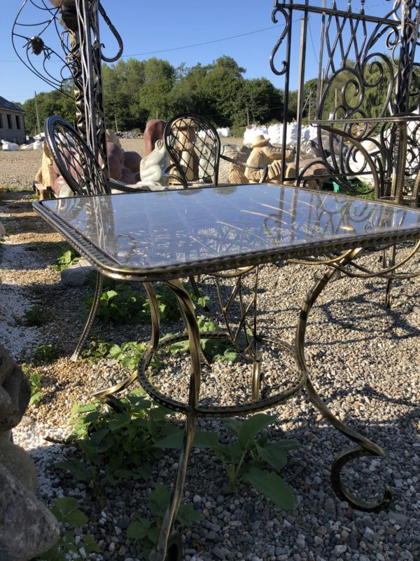 Металлический столик